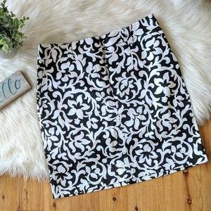 Ann Taylor • black & white career pencil skirt